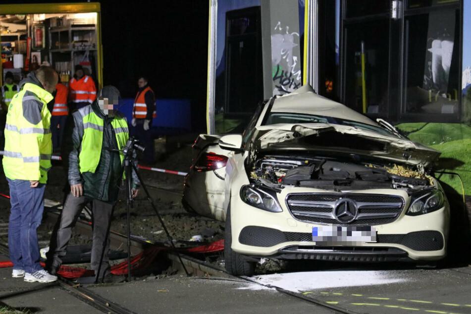 Berlin: Straßenbahn zerreißt Taxi in zwei Teile: Fahrer überlebt wie durch ein Wunder