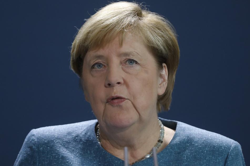 Bundeskanzlerin Angela Merkel (CDU) spricht im Kanzleramt vor den Medien.