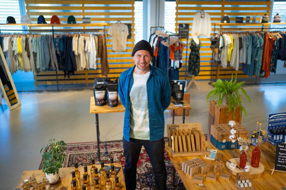 """Der Gründer des Modelabels """"Bleed Clothing"""", Michael Spitzbarth, steht im Factory Store seines Unternehmens, das trotz Corona öffnen darf."""