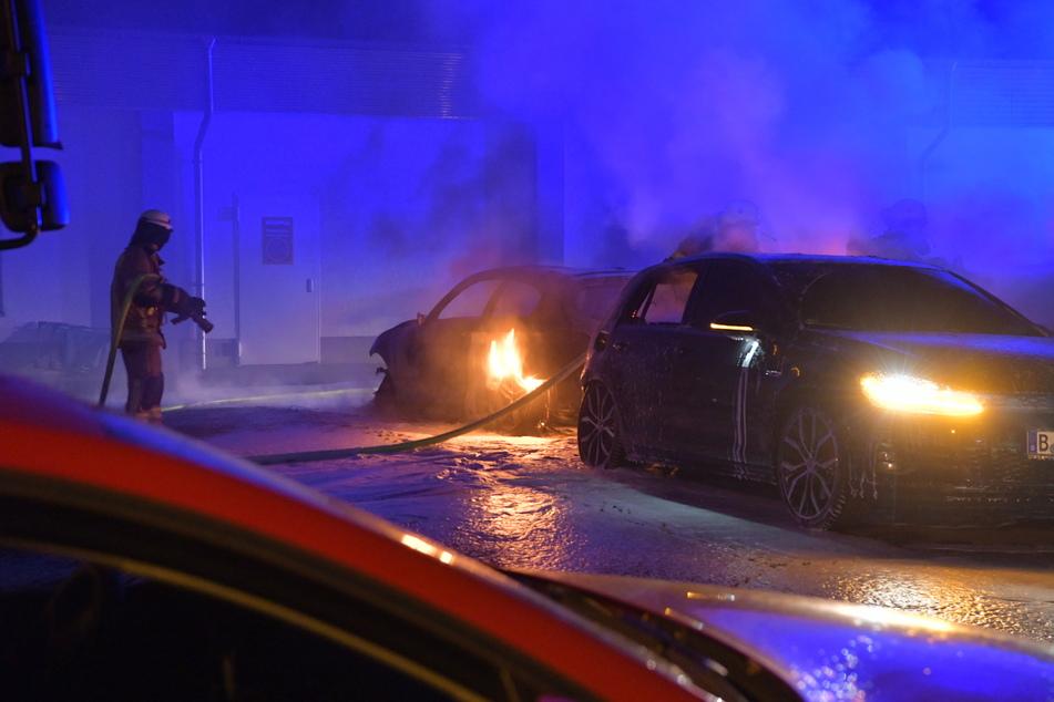In der Nacht brannten wieder Autos in Berlin.