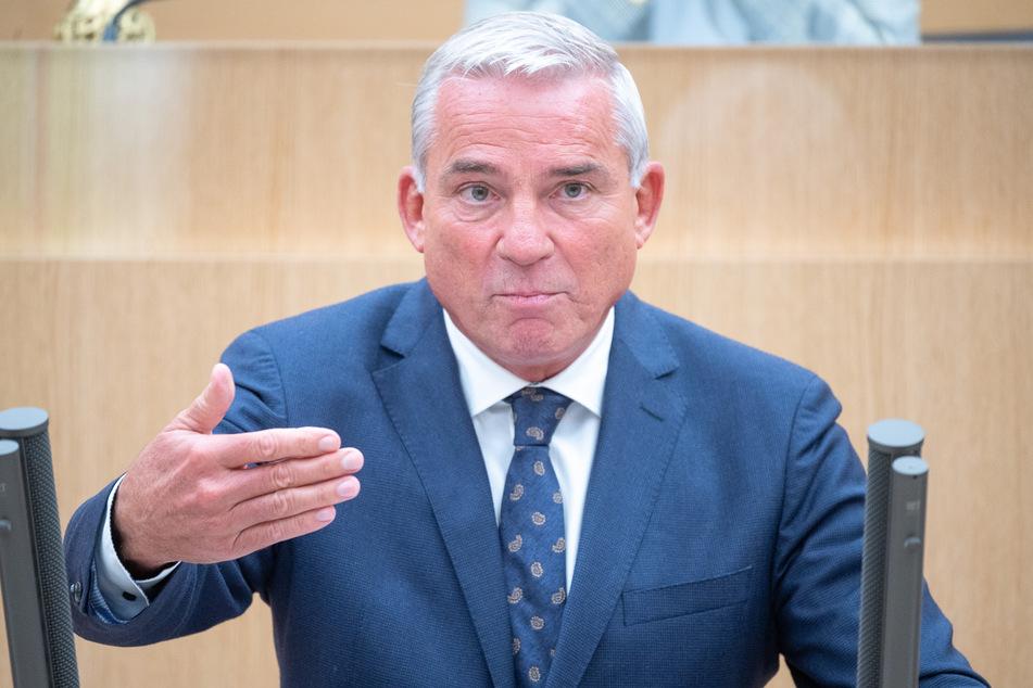 Thomas Strobl (CDU), der Minister für Inneres, Digitalisierung und Migration von Baden-Württemberg, hat sich offenbar nicht mit dem Coronavirus infiziert.