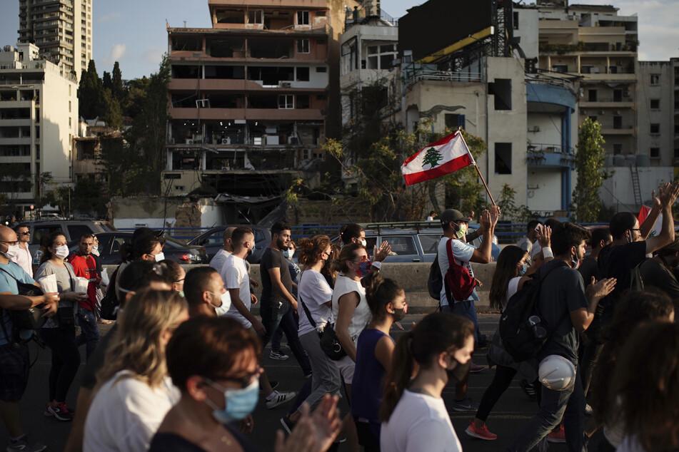 Nach Explosion: Tausende bei Trauermarsch in Beirut