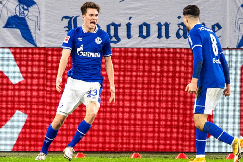 Die Schalker Lebensversicherung in der Offensive! Matthew Hoppe (l.) traf auch dank des Einsatzes von Suat Serdar zum 1:1 für die Knappen, was aber nicht zum Punktgewinn reichen sollte.