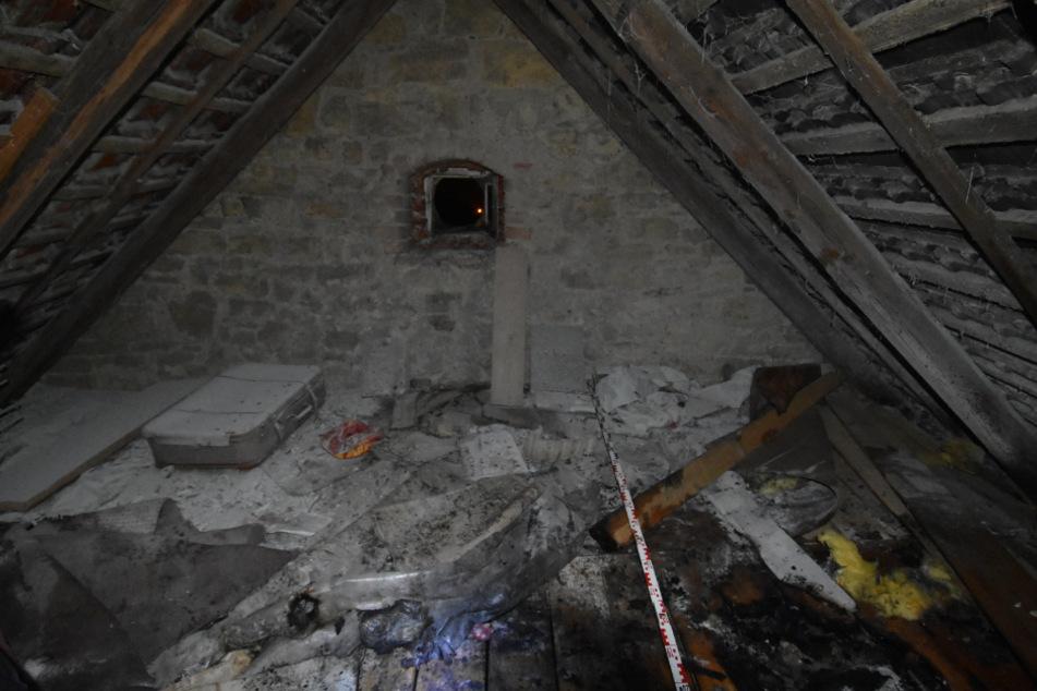 Die Brände legten die Dachböden in Schutt und Asche.