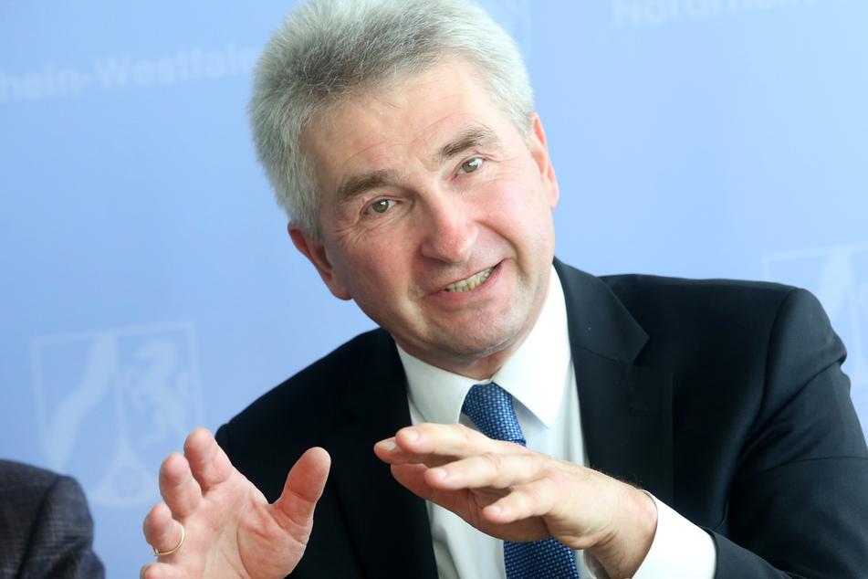 NRW-Wirtschaftsminister Andreas Pinkwart (59) versprach den Unternehmen am Samstag weitere Unterstützung.
