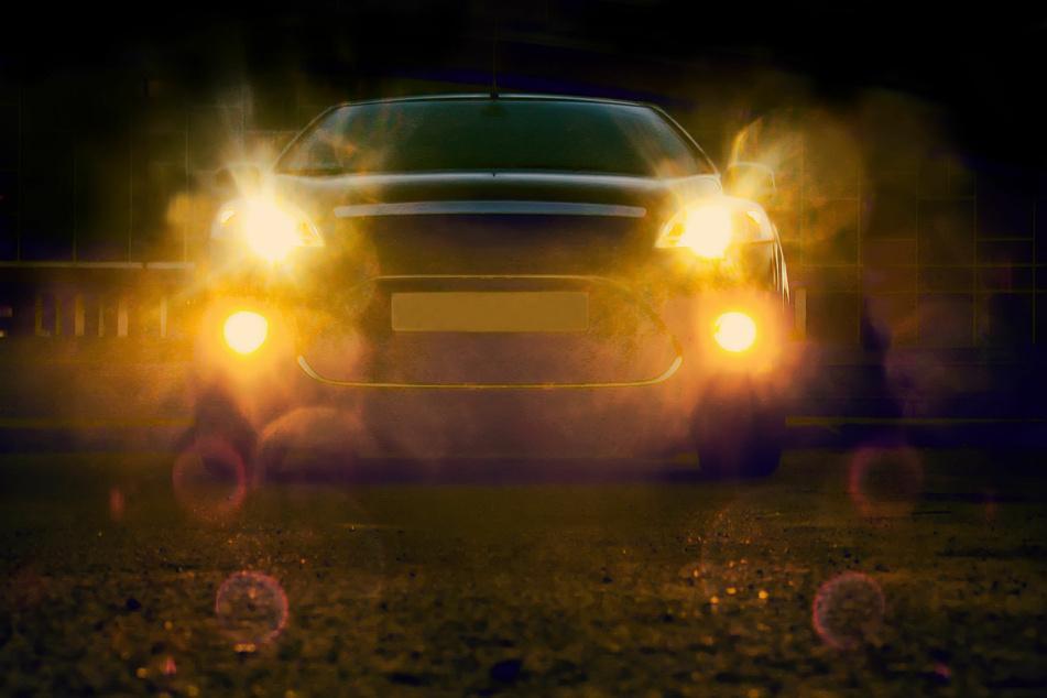 Geisterfahrer in Schlangenlinien unterwegs: Porsche-Fahrer hält Polizei in Atem