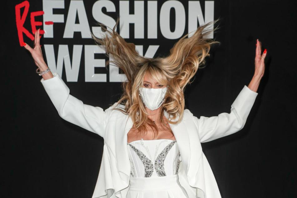 Das Model Heidi Klum (47) kommt 2021 mit Mund-Nasen-Schutz zur Produktion der About You Fashion Week in das Kraftwerk in der Köpenicker Straße.
