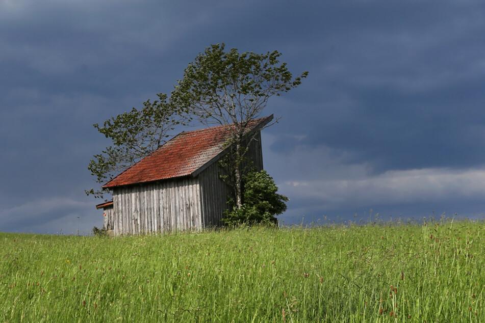 Vor allem im Norden Bayerns ist mit Wolken und Regen zu rechnen.