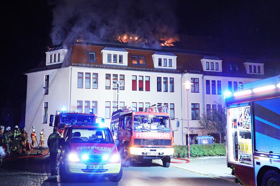 Feuerwehrleute aus Freital, Pirna, Dippoldiswalde und Dresden waren im Einsatz, um den Brand unter Kontrolle zu bringen.