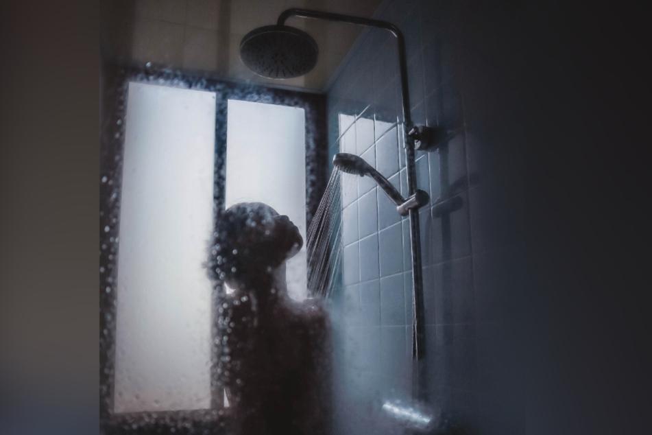 Duschen bei Gewitter birgt vor allem in Altbauten ein gewisses Risiko.