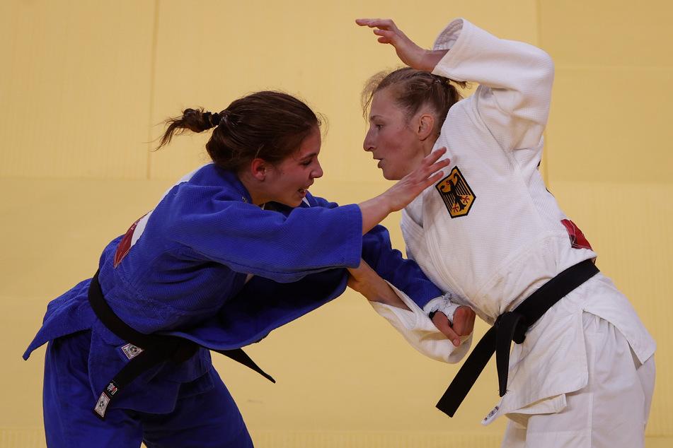 Die deutsche Judoka Martyna Trajdos (32, r.) kämpfte gegen Szofi Ozabs (19) aus Ungarn.