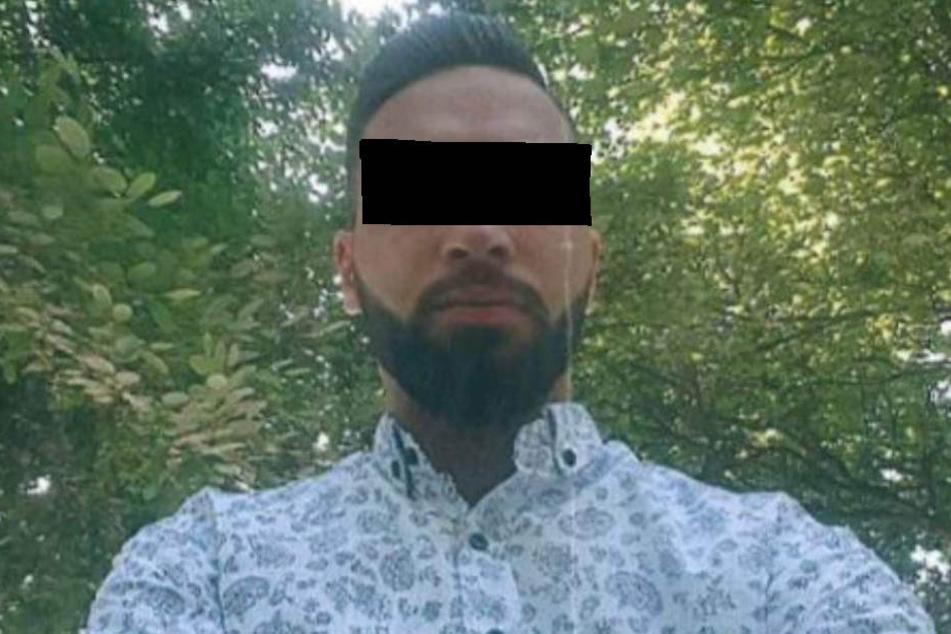 Die Kölner Polizei sucht den Betrüger mit einem Selfie-Foto.