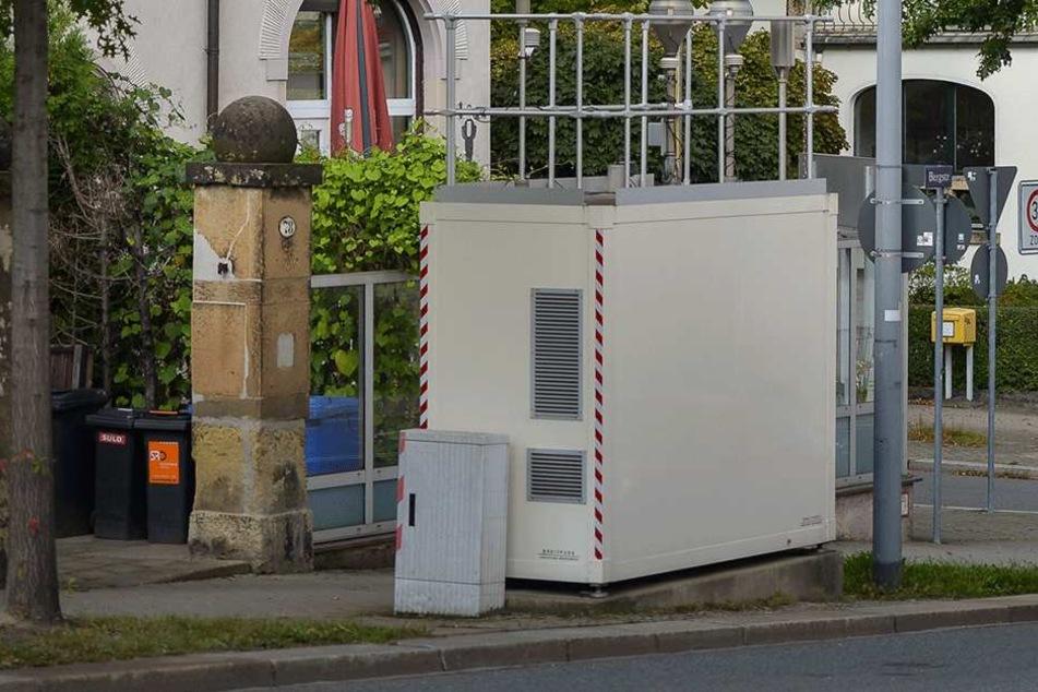 An der Bergstraße steht eine Messstation, die regelmäßig erhöhte Abgaswerte  meldet. Tempo 30 könnte für Verbesserung sorgen.