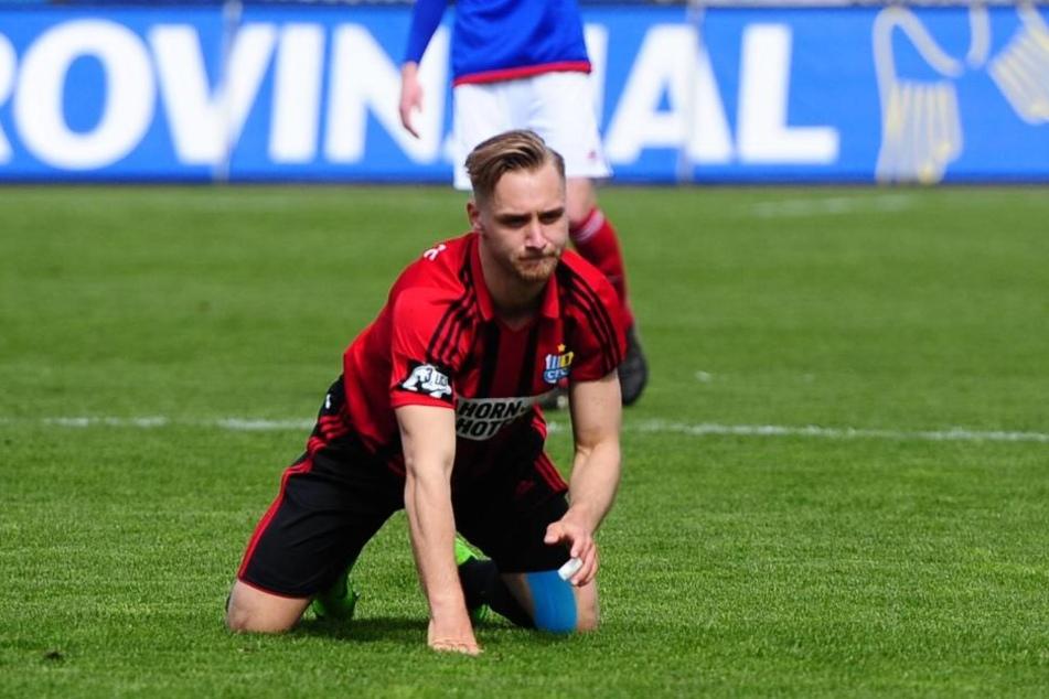 Björn Jopek (Chemnitzer FC) enttäuscht am Boden.
