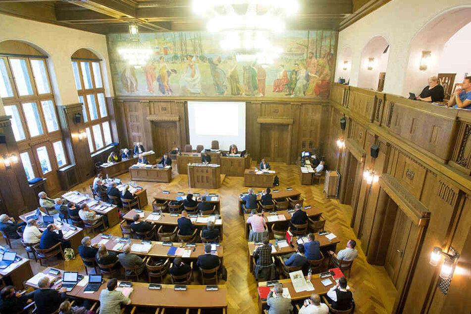 Abendliche Stadtratssitzungen wie hier in Chemnitz dauern oft stundenlang. Nicht für jede(n) attraktiv.