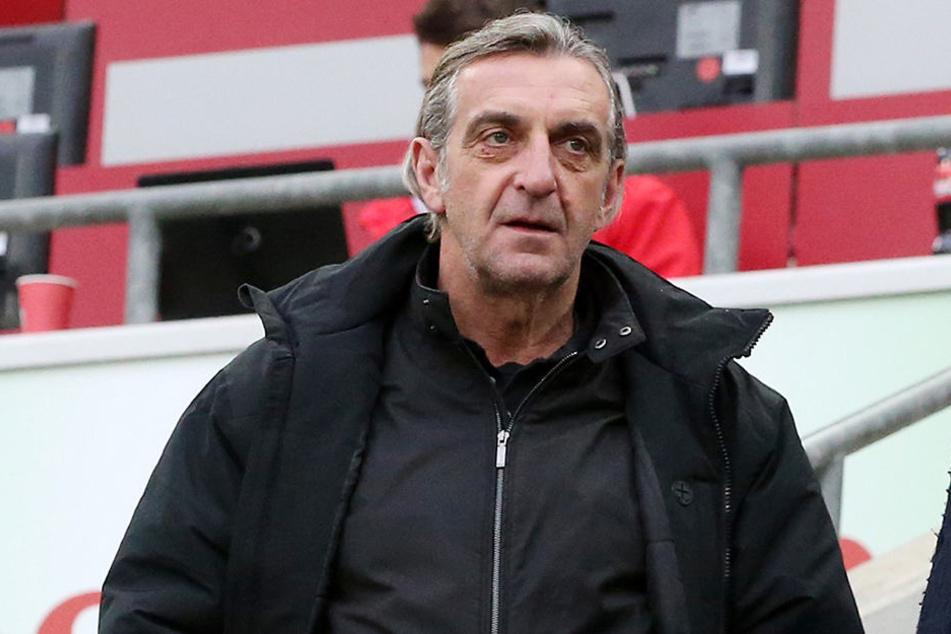 Dynamos Sportdirektor Ralf Minge musste in Köln den Untergang seiner Mannschaft hilflos mit ansehen. Umwerfen soll dieser Ausrutscher die Schwarz-Gelben aber nicht.