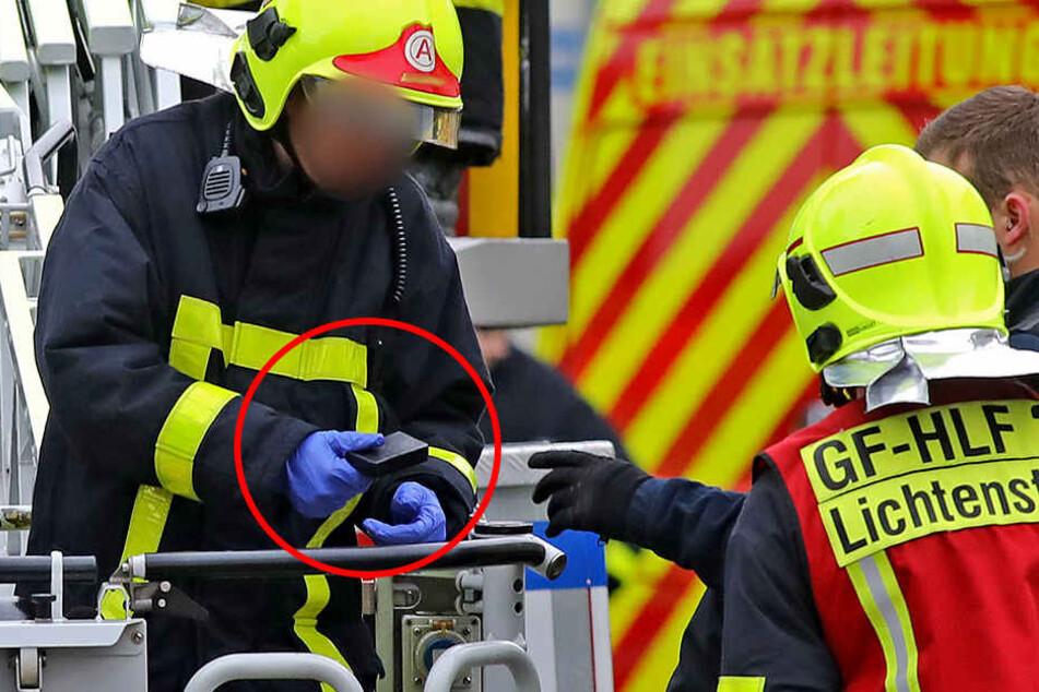 Dieses schwarze Kästchen entdeckte die Feuerwehr in der Dachrinne, vermutlich hatte es der Mann auf der Flucht weggeworfen.
