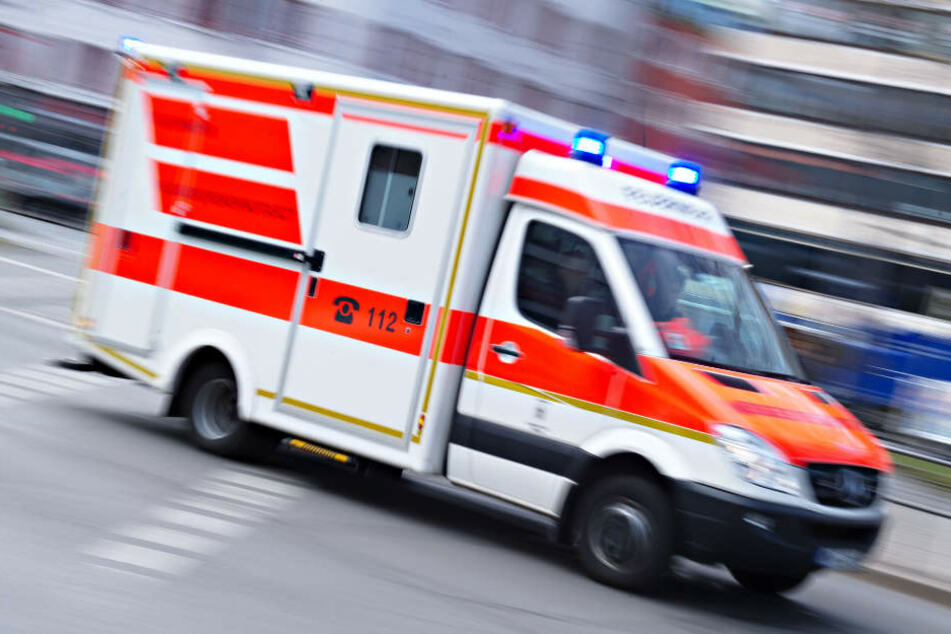 Beide Männer mussten ins Krankenhaus gebracht werden. (Symbolbild)