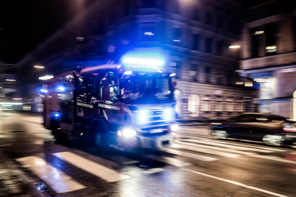 Die Feuerwehr rückte um kurz vor drei Uhr nach Bornheim aus. (Symbolbild)