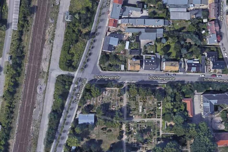 Der Unfall ereignete sich an der Kreuzung Dieskau-/Schönbergstraße im Stadtteil Knauthain-Knautkleeberg.
