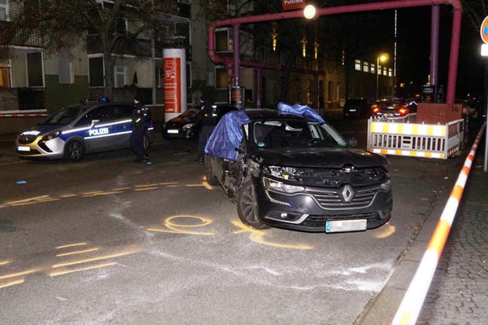 Der völlig demolierte Renault des Unfallverursachers.