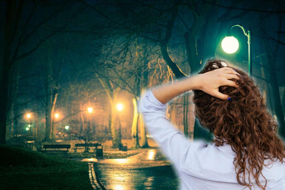 Die Frau saß auf einer Parkbank, als der Täter zuschlug. (Symbolbild/Fotomontage)