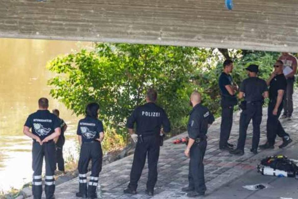 Vor drei Monaten machten sich Polizei und Taucher auf die Suche nach den Leichenteilen.