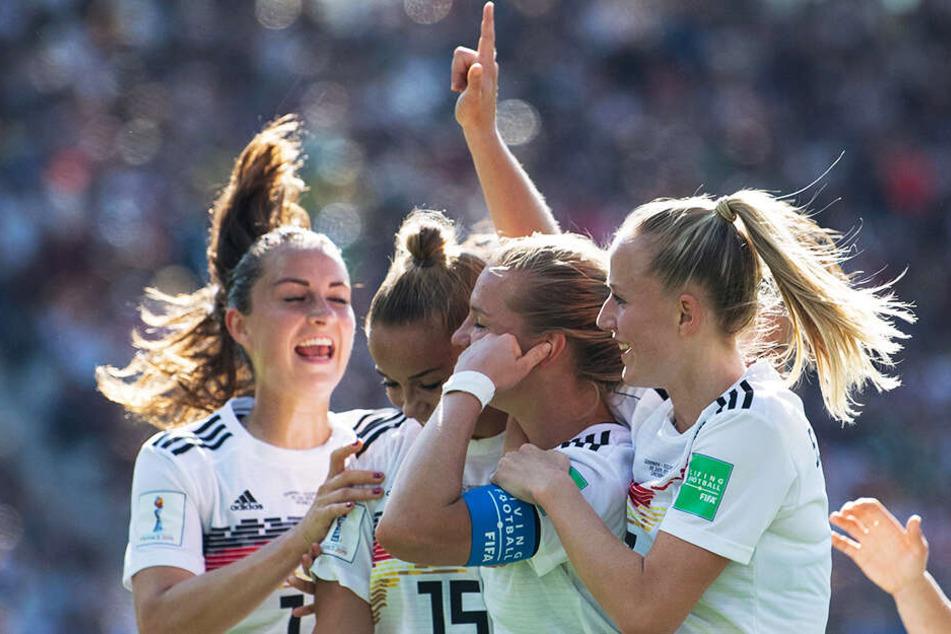 Die DFB-Elf zog durch einen 3:0-Erfolg gegen Nigeria ins Viertelfinale ein.