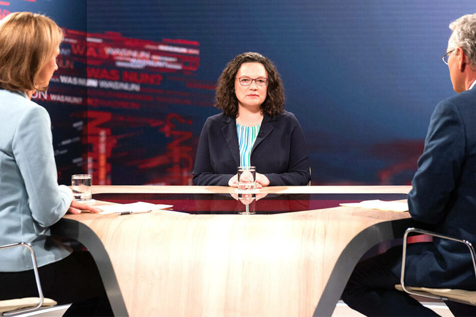 Andrea Nahles (48, SPD) stellt sich den kritischen Fragen der ZDF-Redaktion in Person von Bettina Schausten (links) und Peter Frey (rechts).