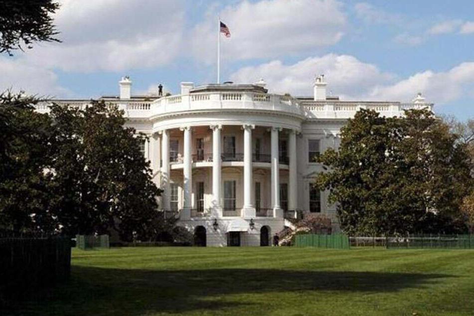 Einsatzkräfte der Polizei sperrten den Bereich um das Weiße Haus weiträumig ab.