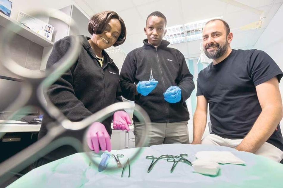 Ein Arzt und eine Hebamme aus Guinea machten Station beim Chirurgen Kristian Schaper.