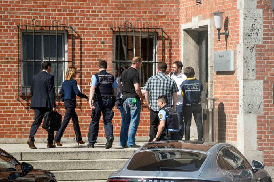 33 Staatsanwälte, 160 Polizisten: Groß-Razzia bei Porsche!