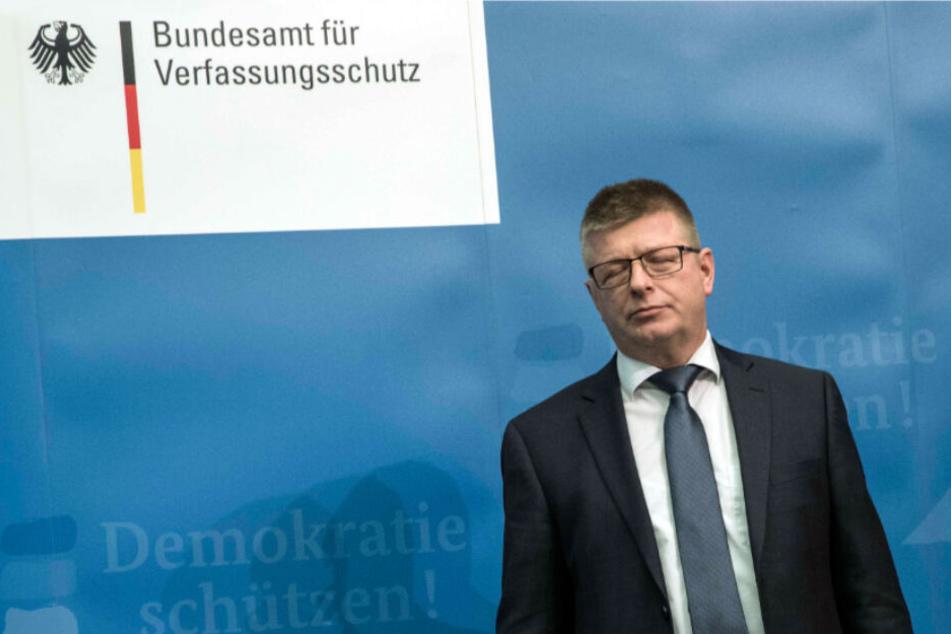 Der Präsident des Bundesamts für Verfassungsschutz, Thomas Haldenwang, steht bei einer Pressekonferenz.