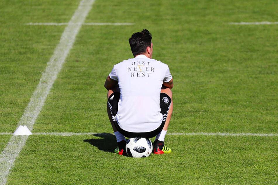 Hat sich Mesut Özil mit seiner Schweigetaktik ins Abseits manövriert?