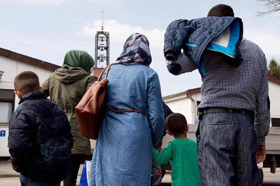 Syrische Flüchtlinge kommen in das Grenzdurchgangslager Friedland (Niedersachsen).