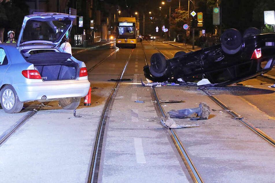 Auf der Salzburger Straße sind am Samstagabend zwei Autos kollidiert.