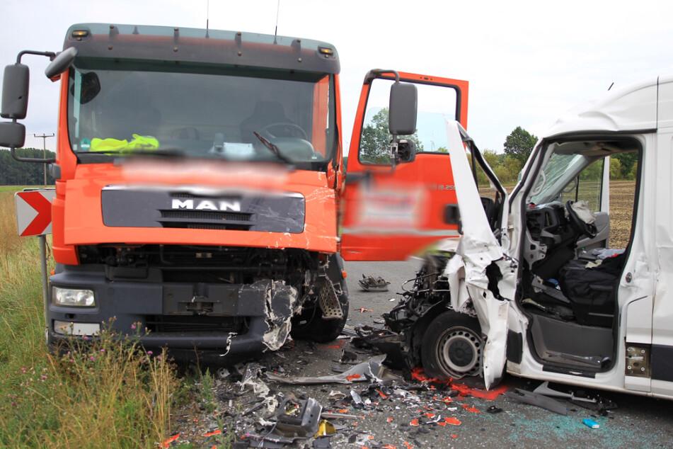 Beide Fahrzeuge kollidierten miteinander.