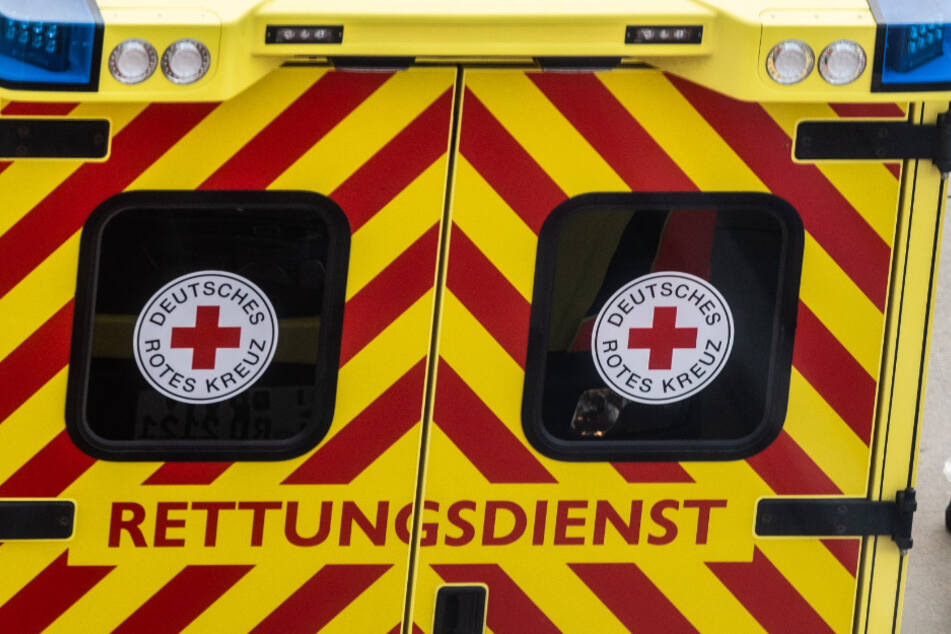 Tragischer Unfall auf Baustelle: Mann stürzt drei Meter in die Tiefe!