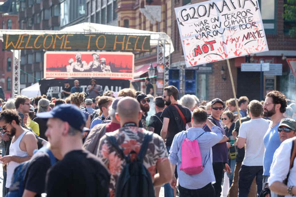 Vor knapp einem Jahr protestierten Demonstranten in Hamburg gegen den G20-Gipfel.