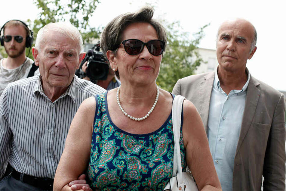 Viviane Lambert (M) und Pierre Lambert (l), Eltern des Wachkomapatienten Vincent Lambert, kommen im Sebastopol-Krankenhaus an.