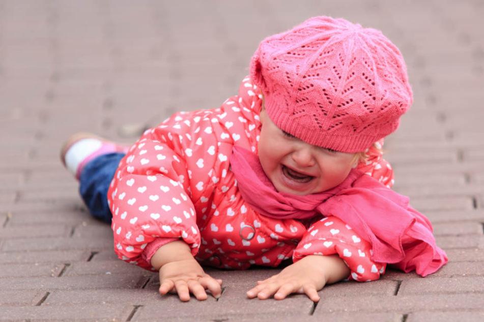 Mutter wirft Zweijährige in Stuttgart auf die Straße