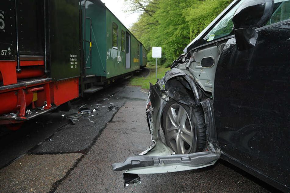 Der Opel wurde beschädigt, die Fahrerin blieb zum Glück unverletzt.
