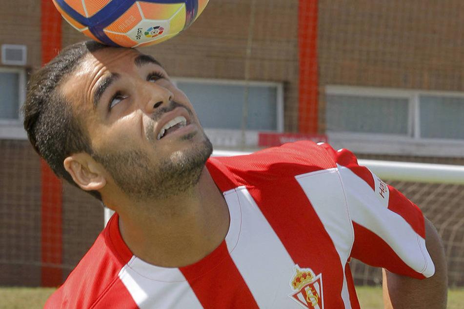Douglas Pereira dos Santos ist im Mannschaftsbus eingeschlummert und hat nun Schmerzen im Po.
