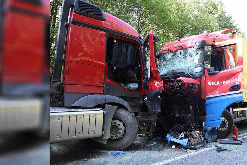 Drama auf der B97: Laster stoßen frontal zusammen, Lkw-Fahrer stirbt noch am Unfallort