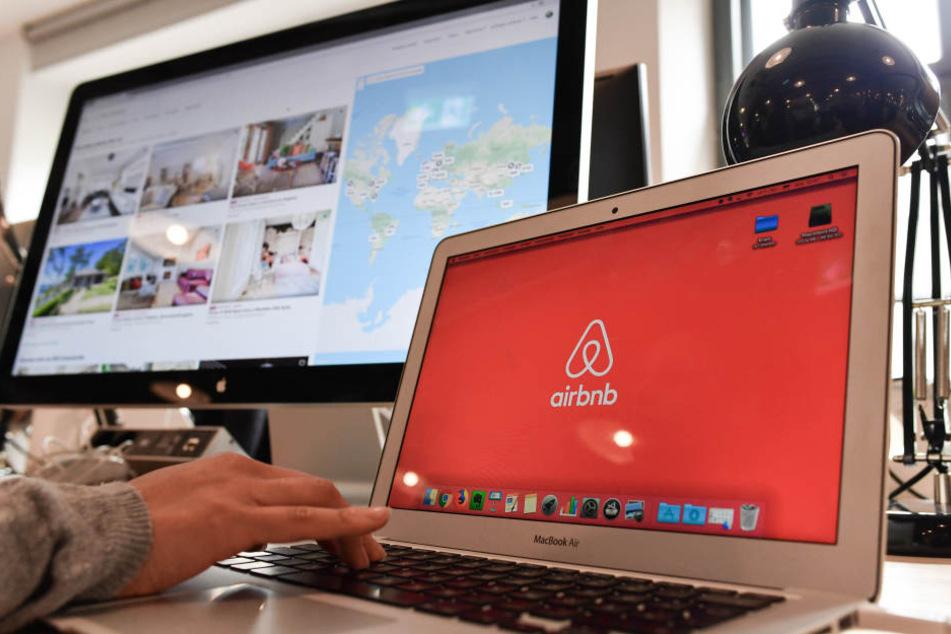 Airbnb soll der Stadt die Gastgeber verraten, die ihre Wohnung länger als acht Wochen anbieten. (Archivbild)