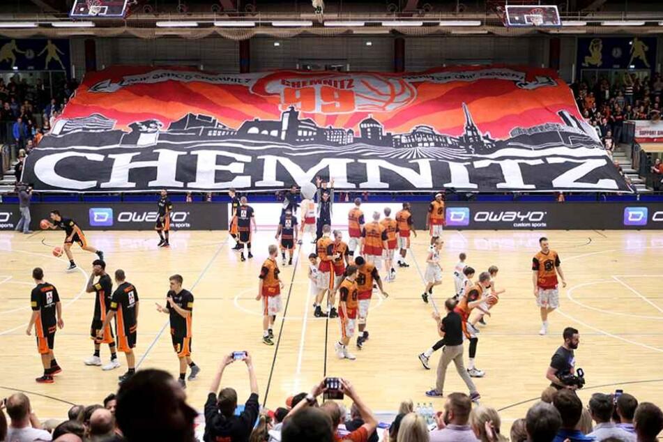Die Niners-Fans sorgten mit einer Choreo für ordentlich Stimmung in der Halle.