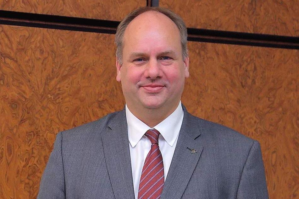 OB Dirk Hilbert (47, FDP).