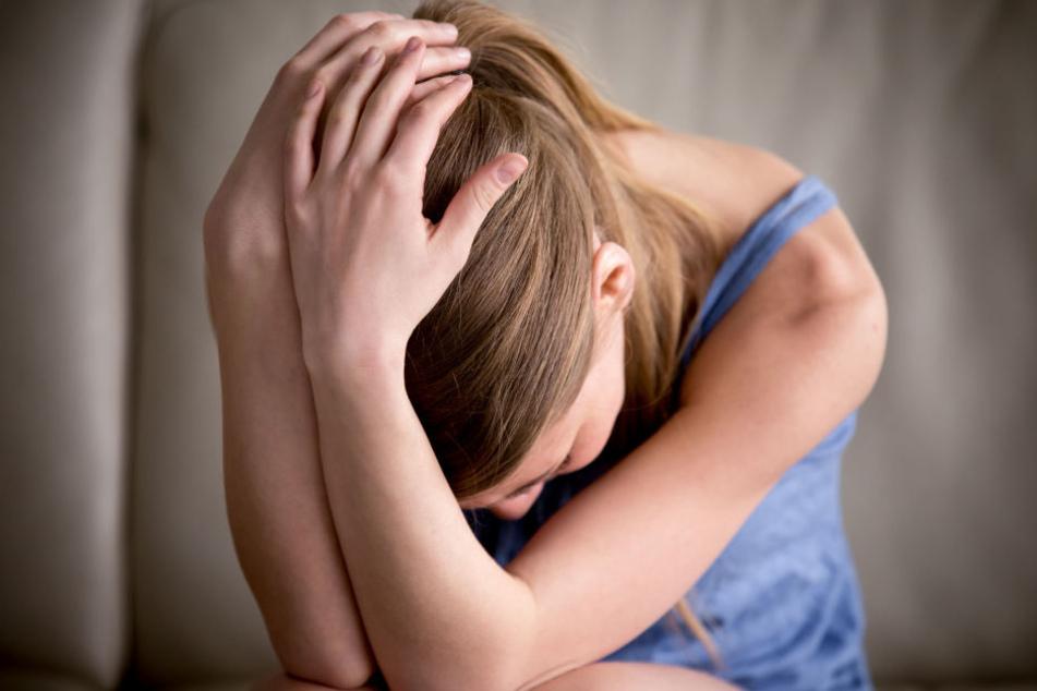 Der 16-Jährige hatte das Mädchen in ein Gebüsch gezerrt und ihr die Hose heruntergerissen. (Symbolbild)