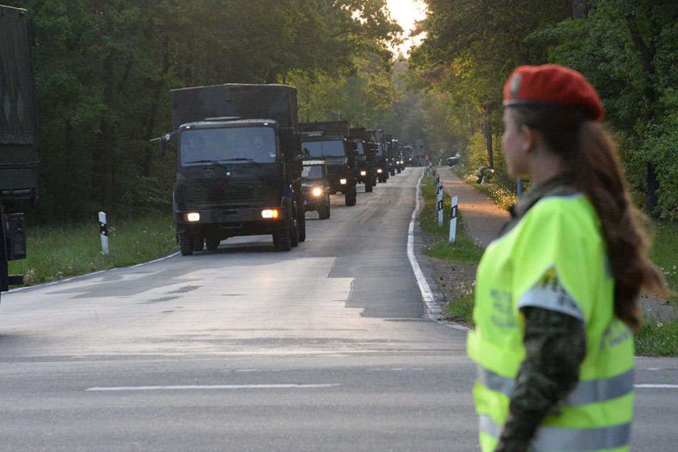Die Bundeswehr fährt immer in 25er Kolonnen.