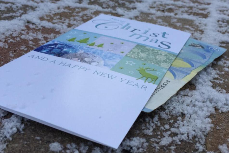 Glück gehabt! Ehrlicher Finder gibt vermisste Weihnachtskarte bei Polizei ab